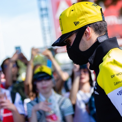 Melbourne, Australia, 12 March, 2020. Nico Hulkenberg (27) driving for Renault wearing a mask in the face of Corona Virus during the Formula 1 Rolex Australian Grand Prix, Melbourne, Australia. Credit: Dave Hewison/Alamy Live News