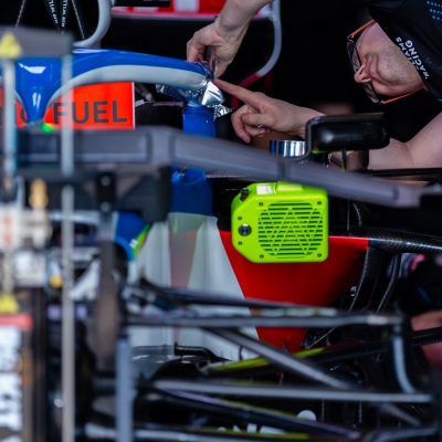 Melbourne, Australia, 12 March, 2020. Williams F1 crews working on George Russells car during the Formula 1 Rolex Australian Grand Prix, Melbourne, Australia. Credit: Dave Hewison/Alamy Live News