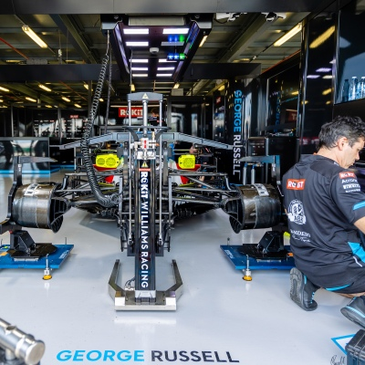 Melbourne, Australia, 12 March, 2020. Williams F1 Crew working on George Russells car during the Formula 1 Rolex Australian Grand Prix, Melbourne, Australia. Credit: Dave Hewison/Alamy Live News