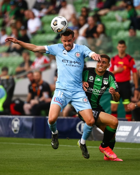 MELBOURNE, AUSTRALIA - APRIL 1: Craig Noone of Melbourne City heads the ball during the Hyundai A-League soccer match between Western United FC and Melbourne City FC on April 1, 2021 at AAMI Park in Melbourne, Australia. (Photo by Speed Media/Icon Sportswire)