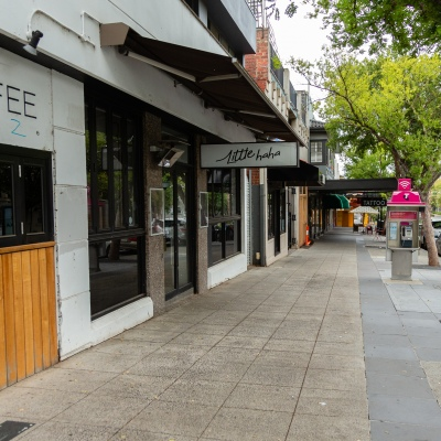 Melbourne, Australia, 25 March, 2020. Known for its cafes, restaurants and alfresco living, streets in St Kilda are deserted amid stage two nationwide shut downs to combat the Corona Virus as COVID-19 Pandemic hits Melbourne, Australia. Credit: Dave Hewison/Alamy Live News