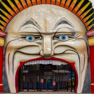 Melbourne, Australia, 25 March, 2020. Luna Park in St Kilda, along with all public gathering places close as COVID-19 Pandemic hits Melbourne, Australia. Credit: Dave Hewison/Alamy Live News