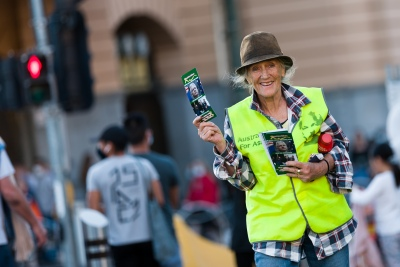 """Melbourne, Australia, 20 December, 2020. A protester holds up brochures during the Bring Julian Assange Home Rally on December 20, 2020 in Melbourne, Australia. On 4 January, a British judge is set to rule on whether Julian Assange should be extradited to the United States, where he could face a 175-year sentence in a high-security """"supermax"""" prison. Credit: Dave Hewison/Alamy Live News"""