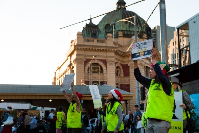 """Melbourne, Australia, 20 December, 2020. Protesters are seen holding up placards during the Bring Julian Assange Home Rally on December 20, 2020 in Melbourne, Australia. On 4 January, a British judge is set to rule on whether Julian Assange should be extradited to the United States, where he could face a 175-year sentence in a high-security """"supermax"""" prison. Credit: Dave Hewison/Alamy Live News"""