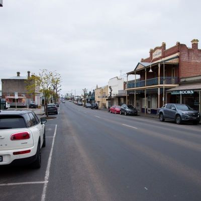 The main street stands empty amid concerns an outbreak could grow in town during COVID-19 in Kilmore, Australia. An outbreak which started in Chadstone in Melbourne, has spread as far as Benalla. Twenty-eight people linked to the outbreak have now tested positive for COVID-19. There are now two confirmed cases in Kilmore linked with a Melbourne Resident who carried the virus into the town. The person visited the Odd Fellows Cafe in Kilmore which lead to him spreading the virus to a staff member, and a customer. The cafe has been closed for deep cleaning and will remain closed until the 19th October.
