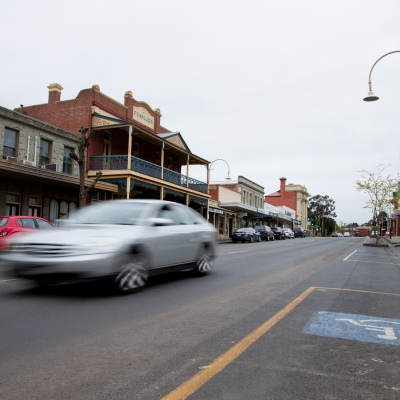 A view of the main street during COVID-19 in Kilmore, Australia. An outbreak which started in Chadstone in Melbourne, has spread as far as Benalla. Twenty-eight people linked to the outbreak have now tested positive for COVID-19. There are now two confirmed cases in Kilmore linked with a Melbourne Resident who carried the virus into the town. The person visited the Odd Fellows Cafe in Kilmore which lead to him spreading the virus to a staff member, and a customer. The cafe has been closed for deep cleaning and will remain closed until the 19th October.