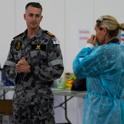 MELBOURNE, AUSTRALIA - June 27: A military officer is seen talking to medical staff at the Melbourne Showgrounds Mobile Testing Site during COVID 19 on 27 June, 2020 in Melbourne, Australia. Amid a worrying increase of Coronavirus test positive cases in Victoria which is sparking fears of a second wave the State Premier, Daniel Andrews announced last week that a targeted testing blitz would be launched yesterday (26 June) across ten targeted suburbs to zero in on community transmission. For the next fortnight, 10,000 tests will be conducted across Keilor Downs, Broadmeadows, Maidstone, Albanvale, Sunshine West, Hallam, Brunswick West, Fawkner, Reservoir and Pakenham, with Keilor Downs and Broadmeadows identified as the top two and focus of the next three days of testing. An additional 41 new test positive cases have been uncovered overnight. (Photo by Speed Media/Icon Sportswire)