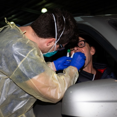 MELBOURNE, AUSTRALIA - June 27: Medial staff, including military personnel are seen conducting testing at the new Mobile Testing Site at the Melbourne Showgrounds during COVID 19 on 27 June, 2020 in Melbourne, Australia. Amid a worrying increase of Coronavirus test positive cases in Victoria which is sparking fears of a second wave the State Premier, Daniel Andrews announced last week that a targeted testing blitz would be launched yesterday (26 June) across ten targeted suburbs to zero in on community transmission. For the next fortnight, 10,000 tests will be conducted across Keilor Downs, Broadmeadows, Maidstone, Albanvale, Sunshine West, Hallam, Brunswick West, Fawkner, Reservoir and Pakenham, with Keilor Downs and Broadmeadows identified as the top two and focus of the next three days of testing. An additional 41 new test positive cases have been uncovered overnight. (Photo by Speed Media/Icon Sportswire)