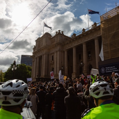 MELBOURNE, AUSTRALIA - MAY 10: Over 1000 angry protesters breaking social distancing rules during COVID 19 Anti Lockdown protest at Parliament House on 10 May, 2020 in Melbourne, Australia. (Photo by Speed Media/Icon Sportswire)