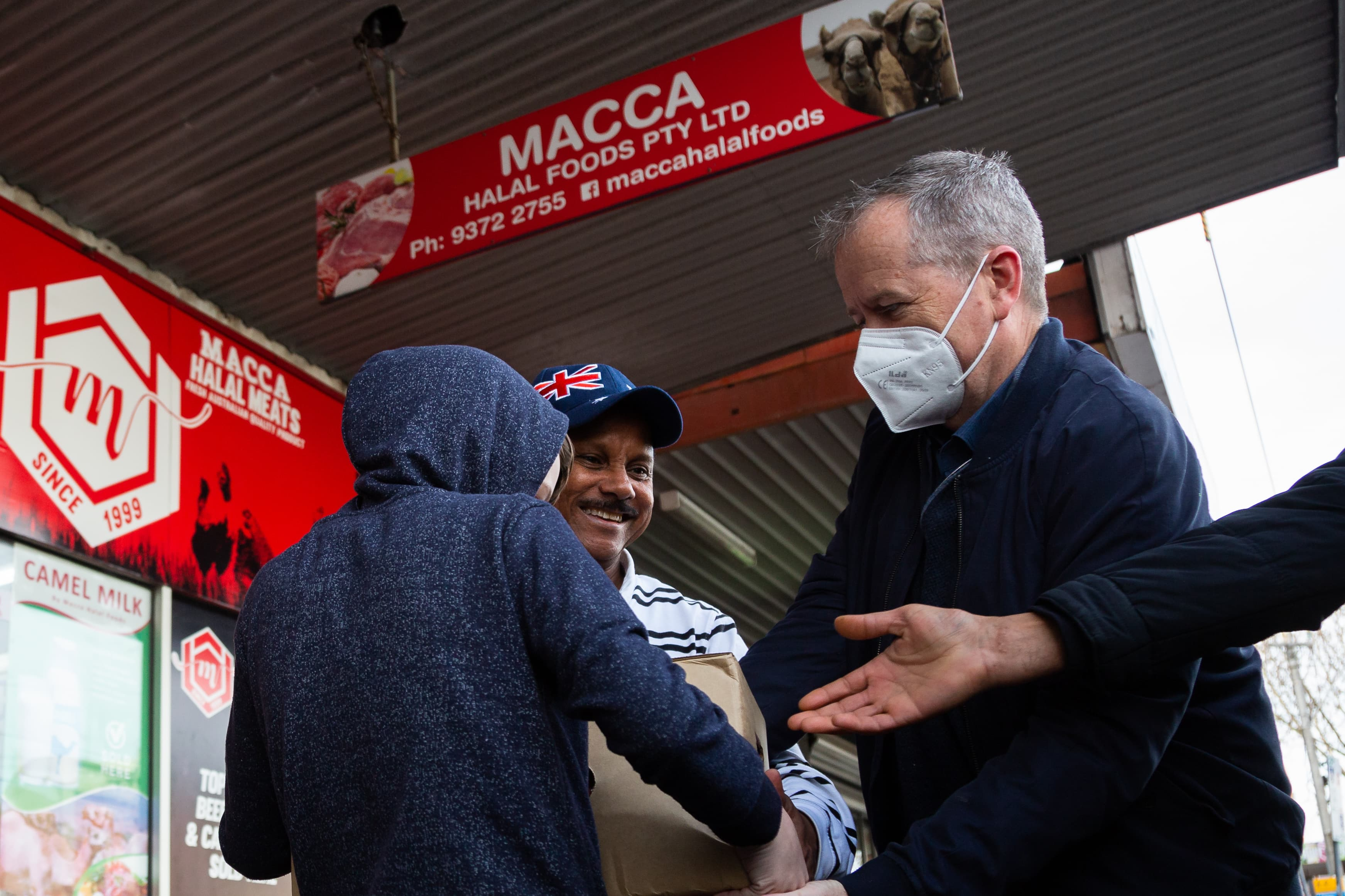 MELBOURNE, AUSTRALIA - JULY 10: Former Labor Leader Bill Shorten (R) is seen wearing a facemask as he helps a young boy load meat into a truck from Macca Halal Foods in Flemington to help feel the people affected by the housing commission tower lockdown during COVID 19 on 10 July, 2020 in Melbourne, Australia. Former Federal Labor Leader Bill Shorten, along with close allies at Trades Hall help deliver Halal meat, supplied by Macca Halal Foods to the locked down housing commission towers following a COVID-19 outbreak detected inside the complex. Mr Shorten was able to use his high profile to ensure food was not turned away by police so that it would reach the residents inside. (Photo by Speed Media/Icon Sportswire)