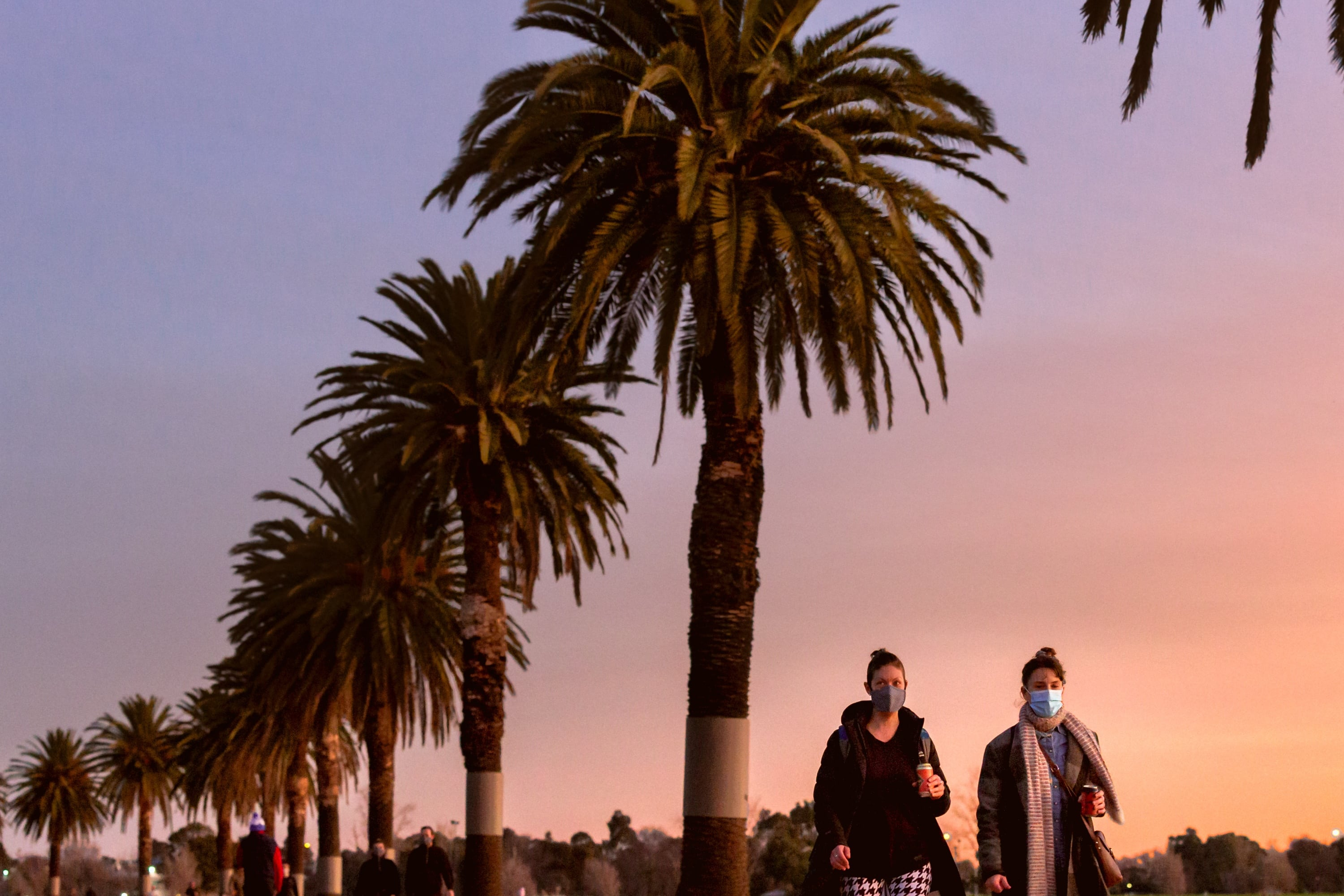 MELBOURNE, AUSTRALIA - JULY 24: People seen wearing masks in Albert Park Lake during COVID 19 on 24 July, 2020 in Melbourne, Australia. the Victorian Premier confirmed 300 new coronavirus cases overnight. As of 11.59pm on Wednesday 22 July, people living in metropolitan Melbourne and Mitchell Shire and will now be required to wear a face covering when leaving home, following a concerning increase in coronavirus cases in recent days. The fine for not wearing a face covering will be 0. (Photo by Speed Media/Icon Sportswire)