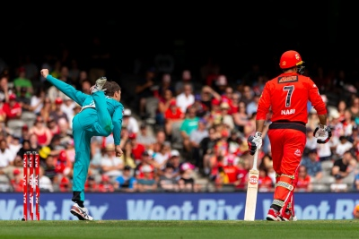 MELBOURNE, AUSTRALIA - JANUARY 27: Mitch Swepson of Brisbane Heat bowls during the Big Bash League cricket match between Melbourne Renegades and Brisbane Heat at Marvel Stadium on January 27, 2020 in Melbourne, Australia. (Photo by Speed Media/Icon Sportswire)